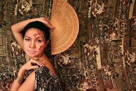 fan-dancing-seniorita